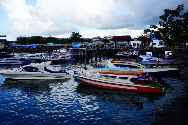 1 - au port de Manado pour trouver un bateau