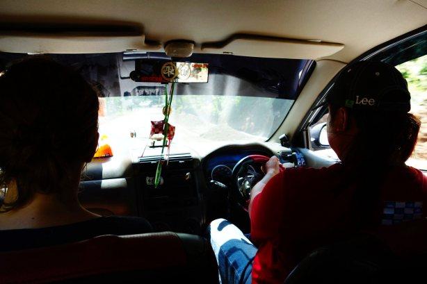 11 - notre taxi man avec sa voiture jackise, son petit volant