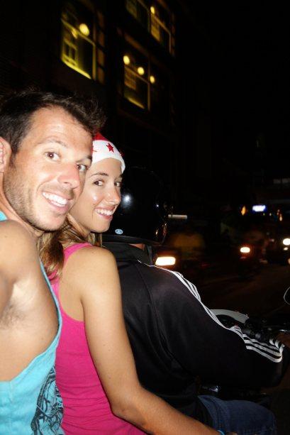 23 - oui, a trois sur le scooter, en mode local
