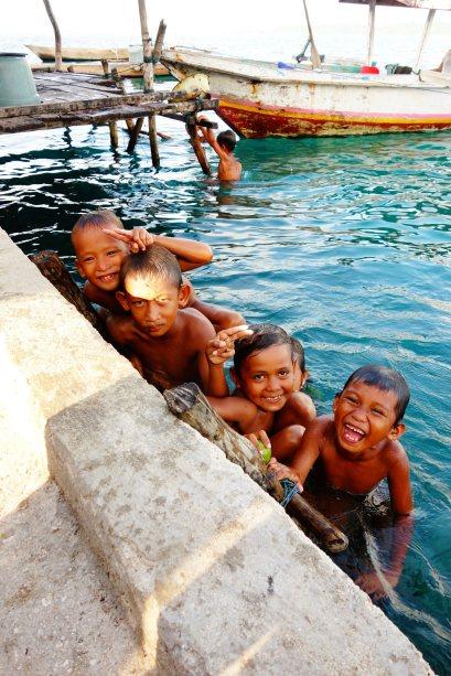 33 - tjrs les locaux et la plus grande piscine du monde