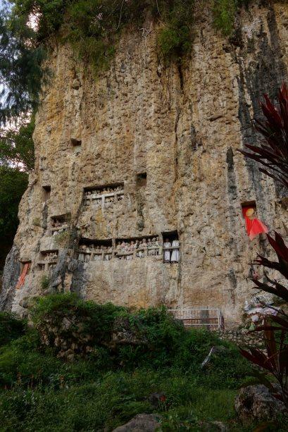 57 - une vue des tombeaux royaux