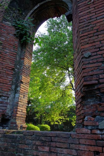 Fort Santiago, au milieu des ruines / Fort Santiago ruins