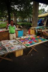 vendeur dans la rue / street vendor