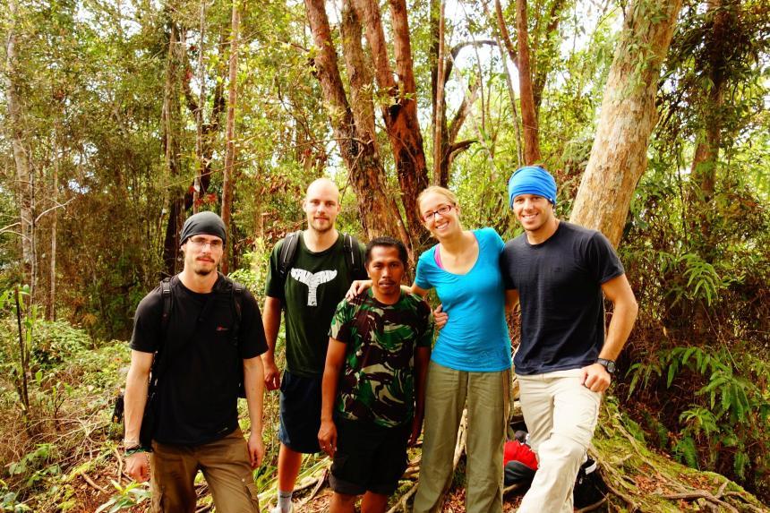 De gauche à droite: Nick, Simon, Hery le guide, Caro & Jacques