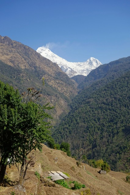 From Ban Thanti, we can see part of the Annapurna range