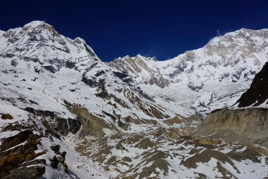 When you look right side, you can see the Annpurna glacier (quite empty), Annpurna 1 right on the middle (8091m), Bharha Chuli (7647m) on the left and Khangsar Kang (Roc Noir at 7485m)