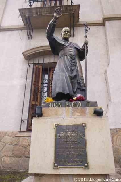 Juan Pablo II statue