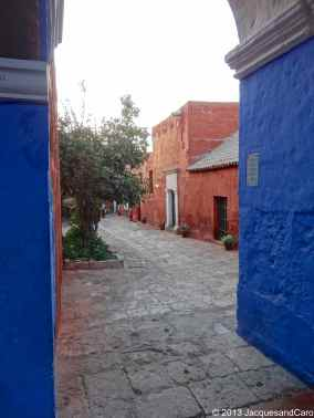 Contrast between red and blue at Santa Catalina couvent
