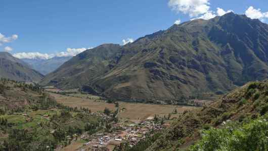 Before reaching Pisaq, an overview of the valley were flow the Urubamba river