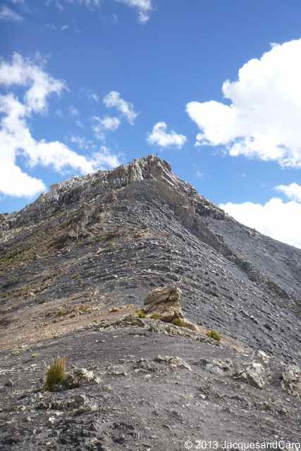 Once at the pass, the mirador is on the left, 200m higher...