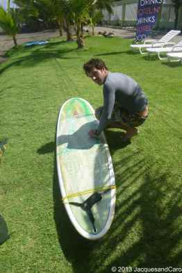 Jacques preparing his surfboard before going.. easy conditions today...