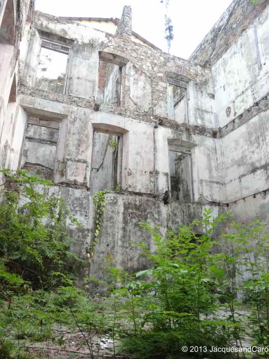 Old building in the centre of Casco Viejo… Potential for setting up something here....
