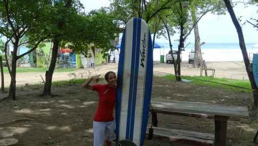 Caroline ready to kick some ass on the surf...