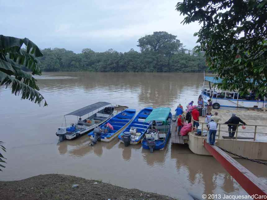 """After an exhausting """"night"""" in the bus, we arrive at 4am at El Rama and then wait until 6am to catch the boats to reach Bluefield..."""