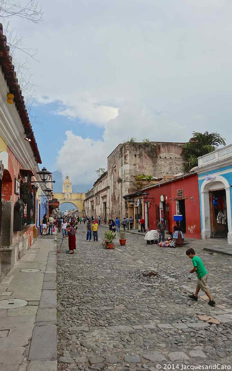 Daily life in Antigua streets